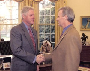 President William Clinton congratulates Peter C. Schultz, Ph.D., upon receiving the National Medal of Technology, February 2000